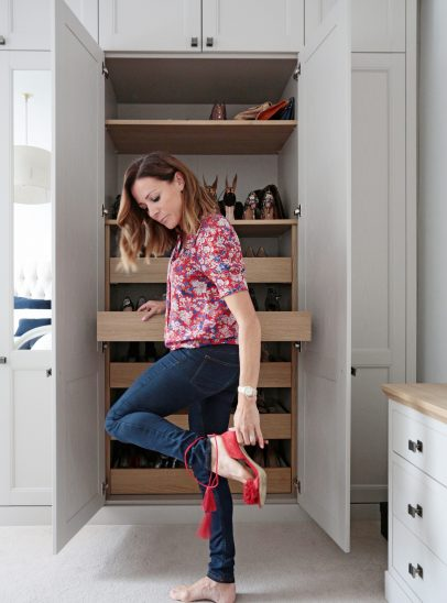Natalie Pinkham formula 1 trying on shoes