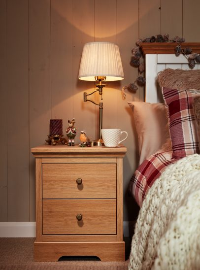 Which Christmas movie should I watch: Kindred bedside chest